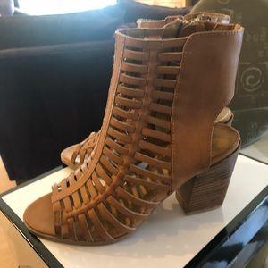 9 West Hangtuff sandals size 7 NEW